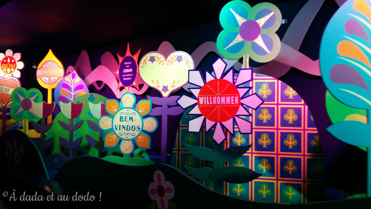 "Accueil de l'attraction ""It's a small world"" à Disneyland Paris"